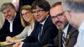 Puigdemont, en una reunión con diputados de su grupo en Berlín.