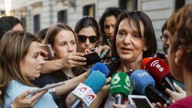 Carolina Bescansa atiende a los periodistas este miércoles.