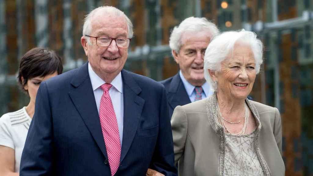 Alberto II junto a su esposa Paola.  Gtres.