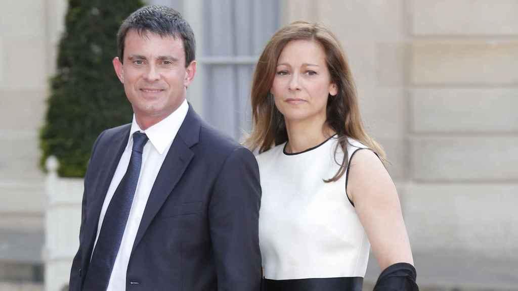 Valls junto a su ex mujer. GTRES.