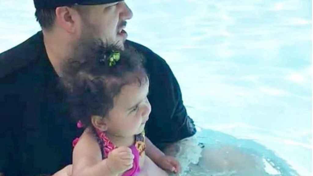 Rob Kardashian con su hija.