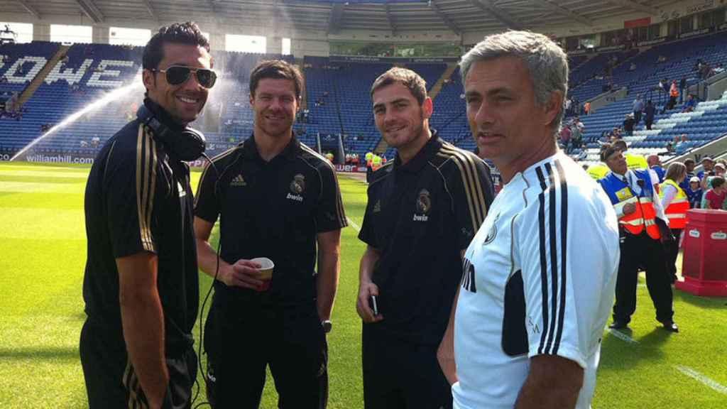 Álvaro Arbeloa junto a José Mourinho, Iker Casillas y Xabi Alonso