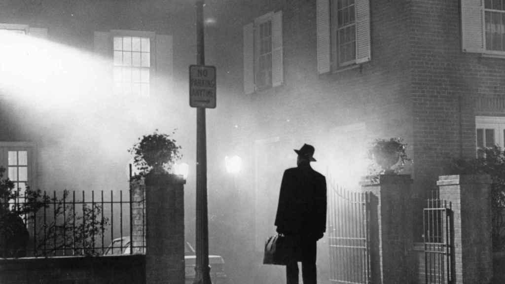 Icónico fotograma de la película 'El exorcista'.