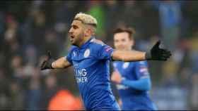 Riyad Mahrez celebra un gol con el Leicester