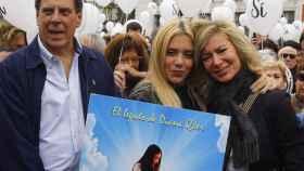 Los padres y la hermana de Diana Quer en el acto convocado en la Puerta del Sol.
