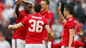Los jugadores del United celebran el gol de Ander Herrera.