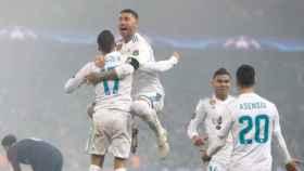Los jugadores celebran su victoria contra el PSG