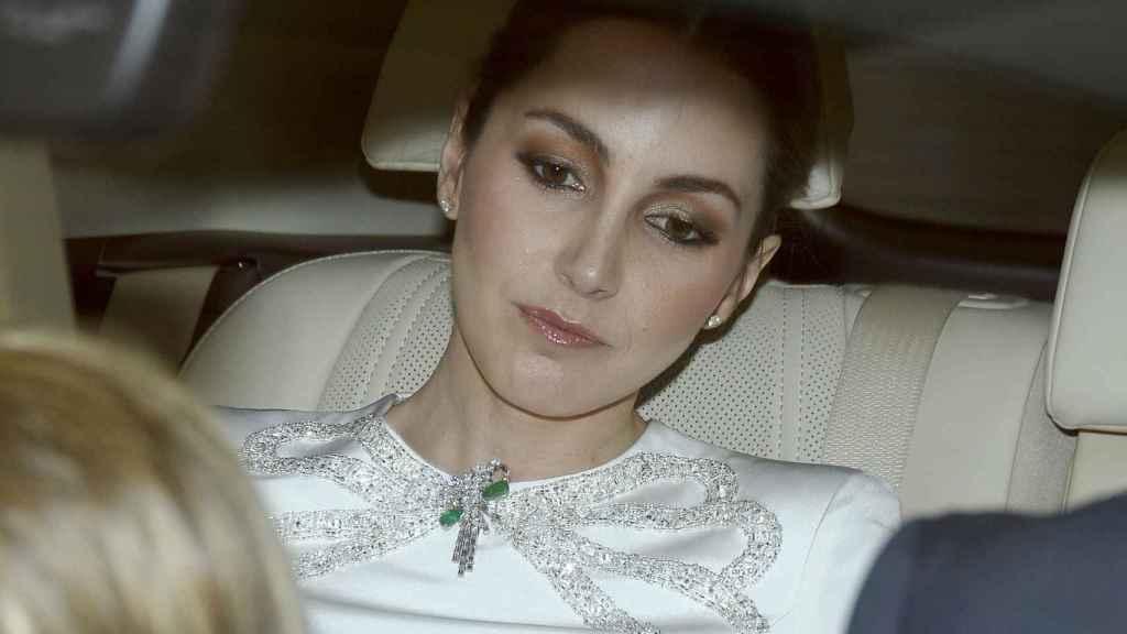 Alejandra Romero en el coche camino de la iglesia. GTRES.