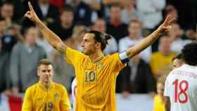 Ibra celebra su chilena ante Inglaterra. Foto uefa.com