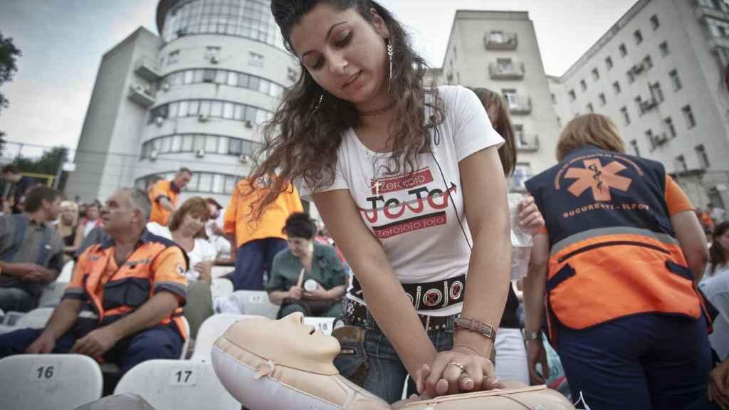El mayor entrenamiento colectivo de RCP tuvo lugar en Bucarest, Rumanía, en 2011.