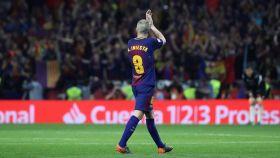 Andrés Iniesta se despide tras marcar un gol en la final de la Copa del Rey.