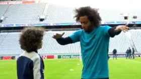 Así se saludaron Marcelo y su hijo.