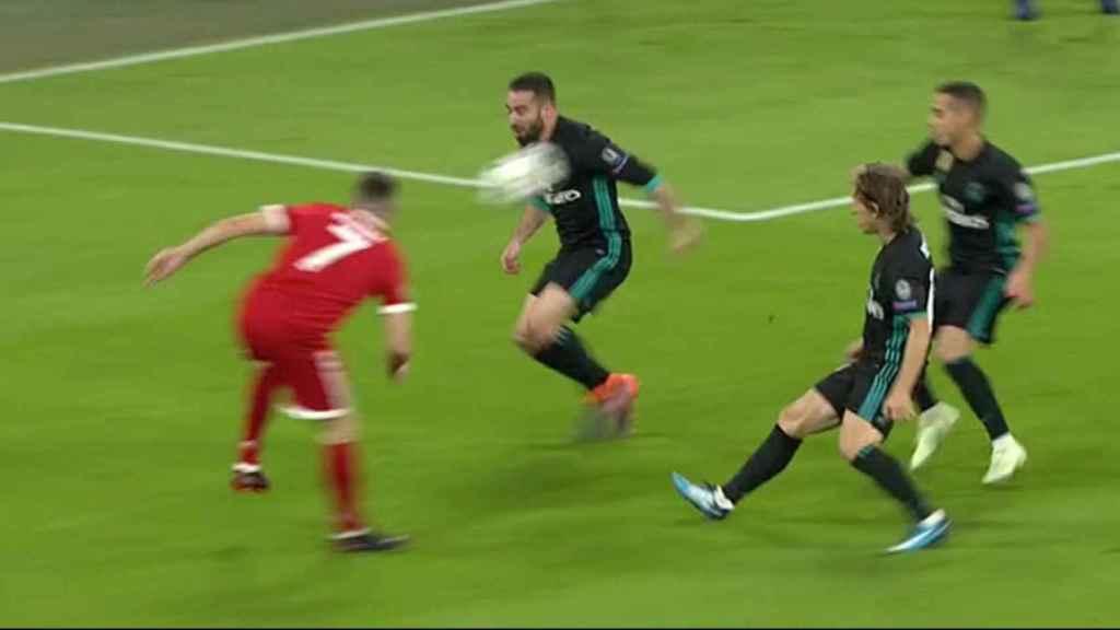 Ribery pide penalti por una mano inexistente de Carvajal