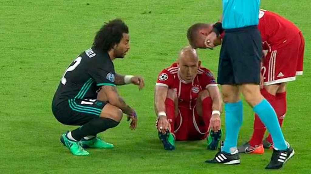 Robben abandona el partido a las primeras de cambio
