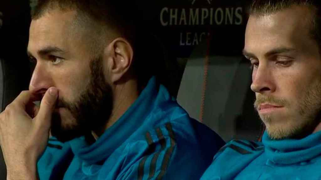 Gareth Bale y Karim Benzema, en el banquillo del Allianz Arena
