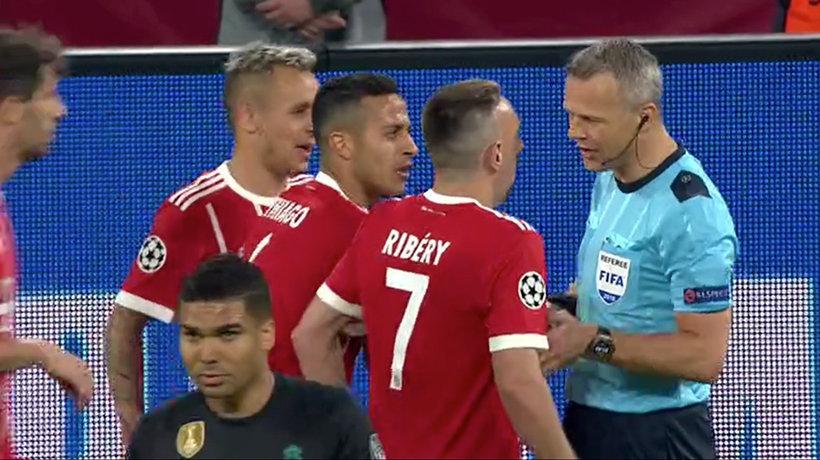 Feo pisotón de Ribéry sobre Varane