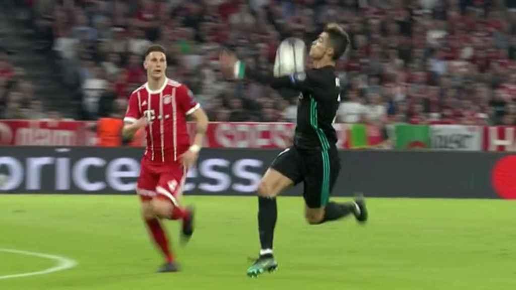 Gol anulado a Cristiano por mano