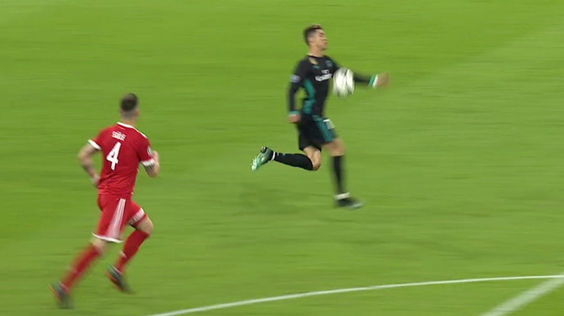 Gol anulado a Cristiano por una mano muy protestada
