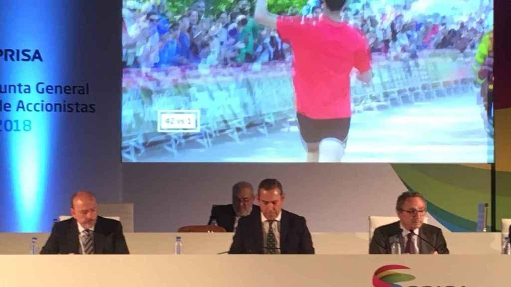Javier Monzón (vicepresidente no ejecutivo), Manuel Mirat (consejero delegado) y Manuel Polanco (presidente no ejecutivo) durante la Junta de Accionistas de Prisa.