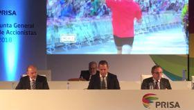 Javier Monzón (presidente no ejecutivo), Manuel Mirat (consejero delegado) y Manuel Polanco (expresidente no ejecutivo) durante la Junta de Accionistas de Prisa.