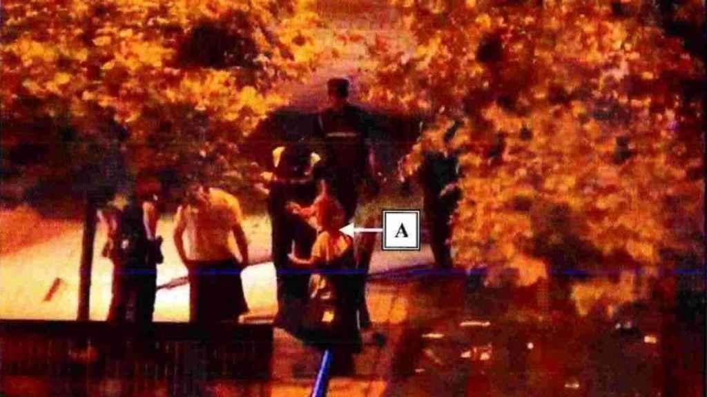 Dos vecinos de Pamplona atendieron a la víctima de 'la Manada' a los pocos minutos de salir del portal en el que sufrió los abusos sexuales.