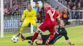 Ribéry trata de disparar ante Carvajal y Keylor. Foto fcbayern.com