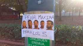 Un cartel por las calles de Pamplona pidiendo la condena máxima para los miembros de 'la Manada'.