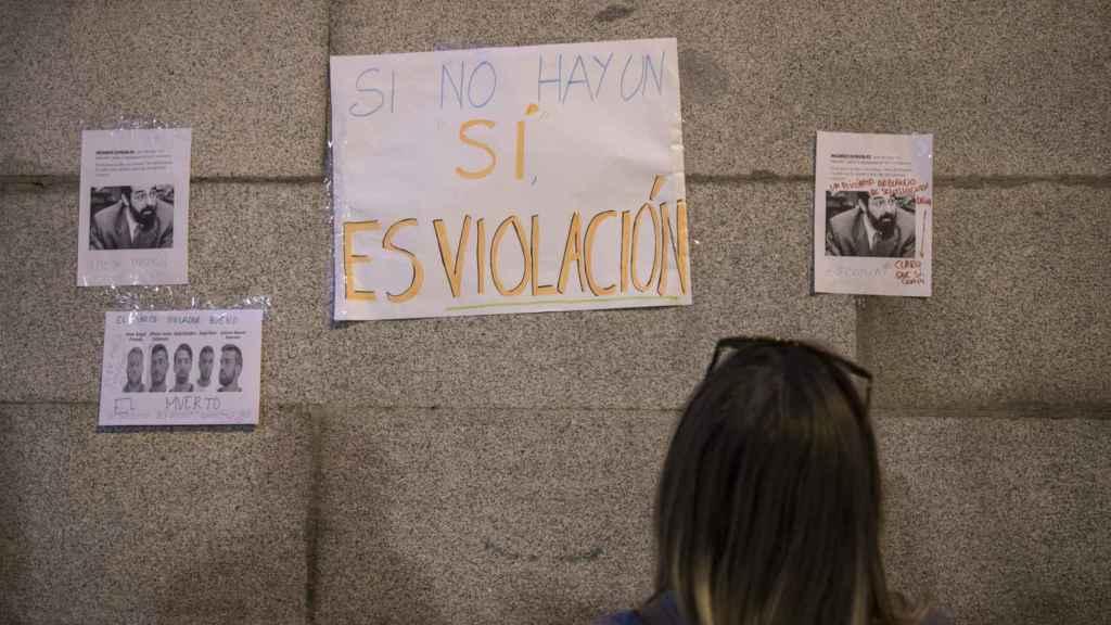 Los carteles en la manifestación feminista del día que se conoció la sentencia de 'la Manada' atacaban la decisión del juez González.