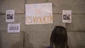 Los carteles en la manifestación feminista del día que se conoció la sentencia de 'la Manada' atacaban la decisión del juez González / Jorge Barreno.