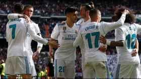 Jugadores del Real Madrid celebran un gol en el Santiago Bernabéu