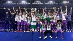 El Real Madrid levantando La Duodécima