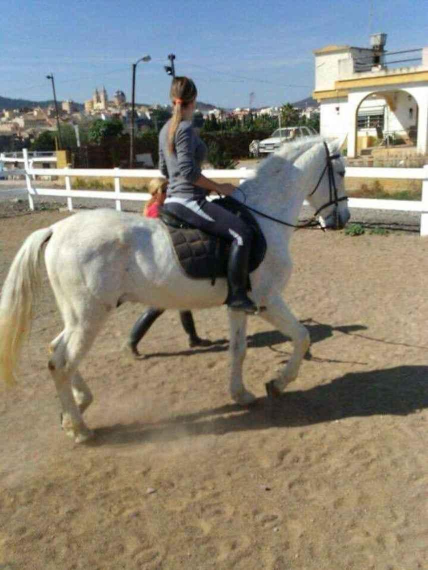Marta era aficionada a montar a caballo, actividad que no creen que pueda volver a realizar