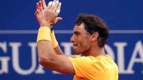 Nadal, aplaudiendo a la grada de Barcelona tras ganar el título de campeón.