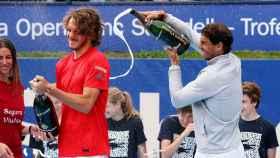 NAdal tuvo un bonito detalle con Tsitsipas, que jugaba su primera final ATP