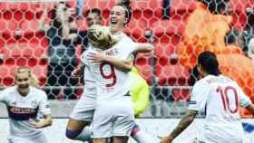 Lucy Bronze celebra su gol junto a sus compañeras. Foto: Twitter (@LucyBronze)