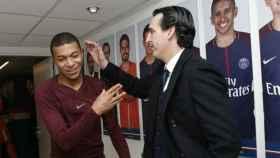 Emery bromea con Mbappé. Foto Twitter (@PSG_inside)