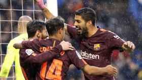 Luis Suárez, Messi y Coutinho celebran un gol en La Coruña.