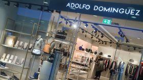 Una tienda de Adolfo Domínguez en Vigo.