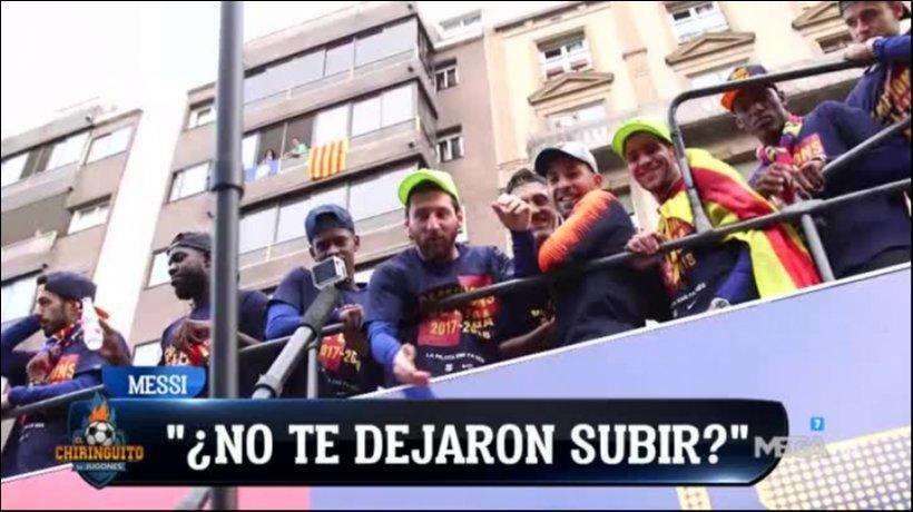 Vídeo | El espectáculo de Soria en la rúa del Barça: colegueo con Piqué y abrazo con Messi