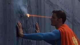 superman rayos laser