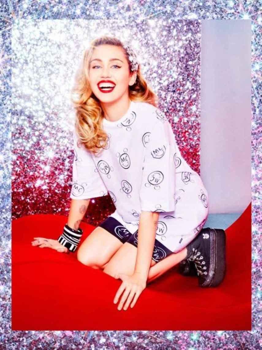 Miley Cyrus en sus fotos promocionales.