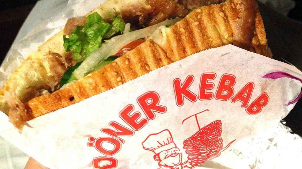 : La sal, los fosfatos o la mala higiene al prepararlos son algunos de los motivos para evitar los kebabs.