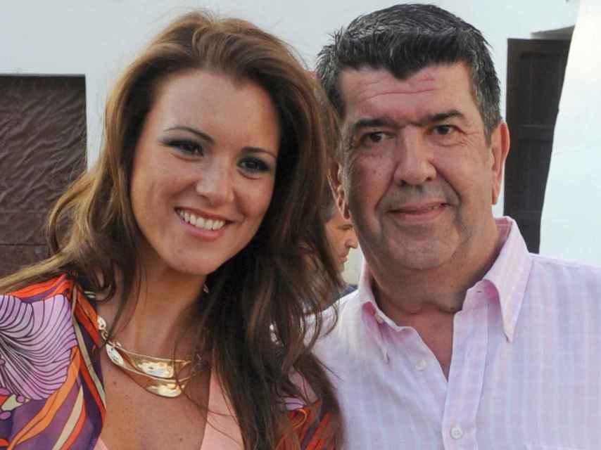 Gil Silgado junto a María Jesús Ruiz durante su relación. GTRES.