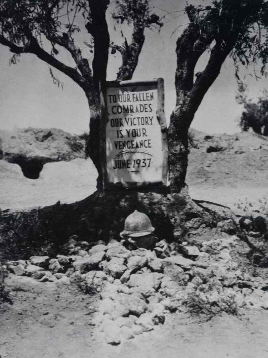 Tumba colectiva de los brigadistas internacionales en la batalla del Jarama.
