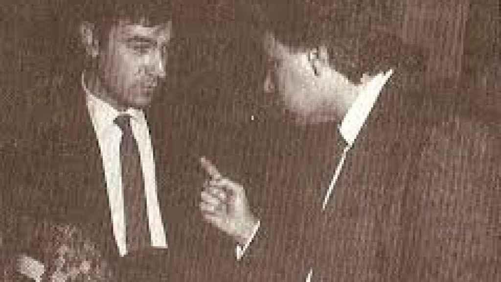 Felipe González abronca a Pedro J. Ramírez en los pasillo del Congreso en 1987 tras la publicación de una información sobre los GAL.