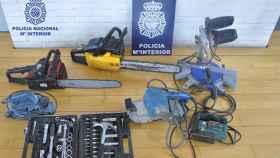 Leon-herramientas-policia