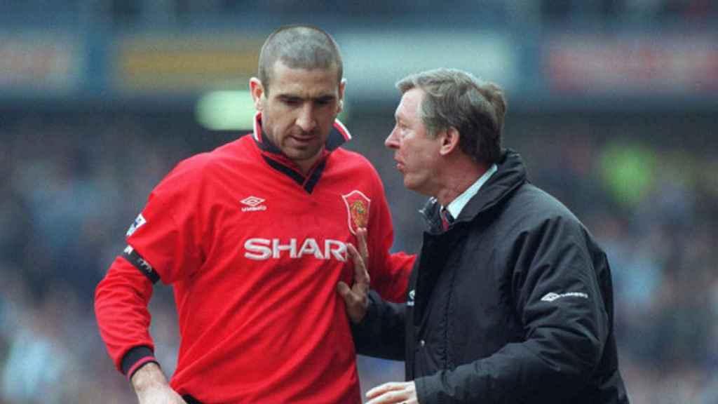 Al polémico Eric Cantona le incluyó Ferguson en su lista de únicamente cuatro jugadores con clase mundial. El entrenador le trató como a un hijo, conflictivo a veces, y ambos unieron sus fuerzas desde 1993 a 1997, cuando el futbolista francés se retiró.