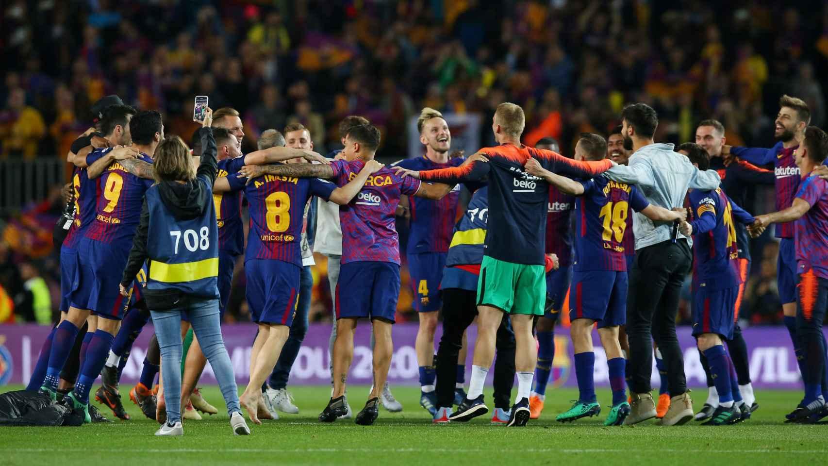 Los jugadores del Barcelona se despiden del Barcelona.