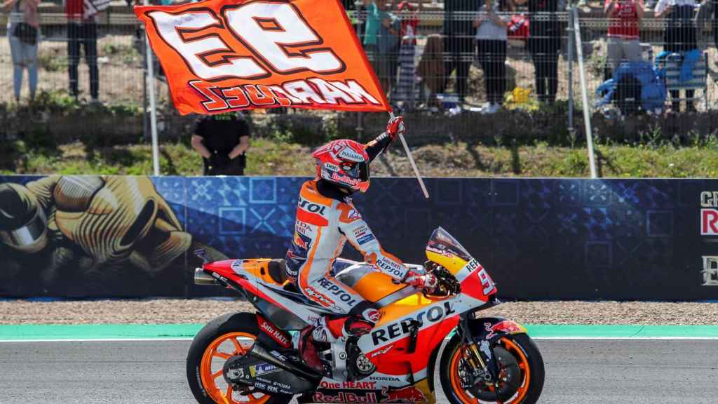 Márquez celebra su victoria en el GP de España de MotoGP en Jerez.