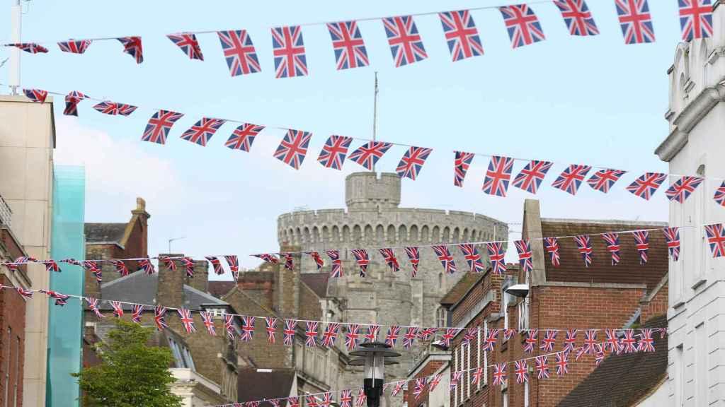 Algunas de las banderolas que inundarán la ciudad.